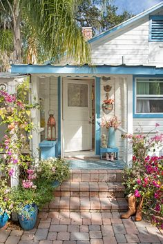 Cute Cottage, Beach Cottage Style, Beach Cottage Decor, Garden Cottage, Coastal Cottage, House With Garden, Cottage Style Decor, Blue Garden, Cottage Ideas