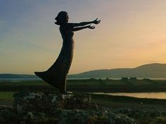 Waiting on Shore Rosses Point, Sligo Ireland . A bronze statue of a girl with outstretched arms stands on the shore here, as a moving testament to those who departed and those who were left behind in famine ravaged Ireland. Ireland Vacation, Ireland Travel, Wassily Kandinsky, Irish Famine, Most Popular Sites, Erin Go Bragh, Irish Blessing, Irish Eyes Are Smiling, Emerald Isle
