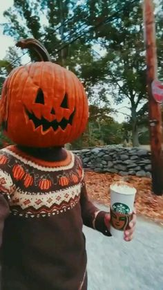 Halloween Costume Videos, Halloween Gif, Halloween Signs, Halloween Treats, Halloween Pumpkins, Happy Halloween, Funny Halloween Videos, Halloween Tumblr, Homemade Halloween Decorations