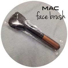 MAC 167SE brush limited edition bronze handle BRAND NEW never used 167SE brush.  BUNDLE FOR BETTER PRICE- please don't hesitate to ask questions. thanks for looking ☺ MAC Cosmetics Accessories
