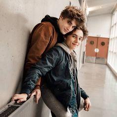 Elliot and Lucas Skam France # Skam Tumblr Gay, Lgbt Couples, Cute Gay Couples, Teen Couples, Gay Aesthetic, Couple Aesthetic, Parejas Goals Tumblr, Skam Isak, 17 Kpop
