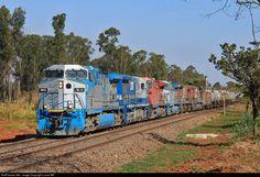 Foto RailPictures.Net: 9842 Rumo / ALL GE AC44i em Bueno de Andrada, Brasil por Lucas MR