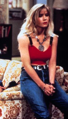 The queen of bad girl style, Kelly Bundy always pushed the limits of what was appropriate—and looked great doing it. Bad Girl Style, Style Année 90, Fashion Tv, Girl Fashion, Fashion Outfits, Fashion News, 90210 Fashion, Indie Fashion, Fashion Trends