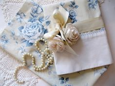 Pillowcase Set Bedding Roses Romantic Home by mailordervintage