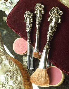 These are gorgeous makeup brushes. From: http://bearessentialsinteriors.com