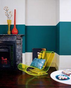 peinture murale bicolore sarcelle et blanc et fauteuil en acrylique Peinture  Murale, Murale Design, 5873af0a264b
