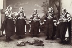 Greek peasant girls from Campania wear Balkan-embroidered clothing. Greek Traditional Dress, National Geographic Images, European Costumes, Embroidered Clothes, Folk Costume, Animals Of The World, Image Collection, Greece, Culture