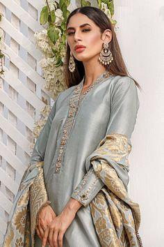 Asian Wedding Dress Pakistani, Pakistani Party Wear Dresses, Simple Pakistani Dresses, Pakistani Suits, Indian Dresses, Stylish Dress Designs, Stylish Dresses, Nice Dresses, Awesome Dresses