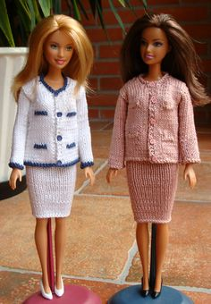 Diy Ken Doll Clothes, Knitting Dolls Clothes, Crochet Barbie Clothes, Vintage Barbie Clothes, Knitted Dolls, Barbie Knitting Patterns, Baby Sweater Knitting Pattern, Barbie Clothes Patterns, Clothing Patterns