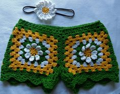 Crochet Skirts Granny Squared Shorts FREE Crochet Pattern - If you are a crochet lover, then here are 10 Crochet Shorts Patterns you can use to make a nice pair of crochet lace shorts. Crochet Shorts Pattern, Pants Pattern Free, Crochet Patterns, Free Pattern, Cute Crochet, Crochet Lace, Crochet Granny, Bikinis Crochet, Black Crochet Dress