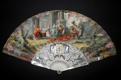 Achilles at the court of Lycomedes, fan circa 1740-50 Folding fan, the skin leaf is painted  Mother of pearl guards and ivory sticks pierced, carved and applied with gold and silver foils, and burgau.  Length  : 30 cm  Good condition (old restoration on guard and tear on leaf) - Fan D'Eventails