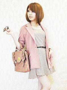 テーラード型ですが薄手の素材なので、晩夏からさらっと羽織れるジャケットです。