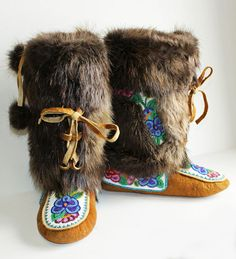 We sell handmade authentic native art and crafts made by the Tłı̨chǫ, including First Nations and artists from the Northwest Territories. Native American Moccasins, Native American Indians, Beaded Moccasins, Beaded Shoes, Santa Boots, Bead Sewing, Native Design, Nativity Crafts, Native Beadwork