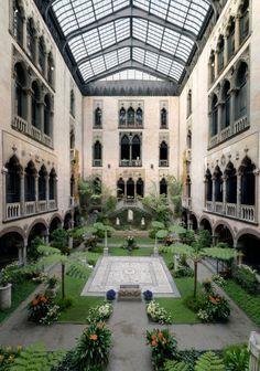 Courtyard of the Isabella Stewart Gardner Museum in Boston, Massachusetts. Gardner Museum, Boston Museums, Casa Patio, Patio Interior, In Boston, Boston Town, Visit Boston, Travel Usa, New England