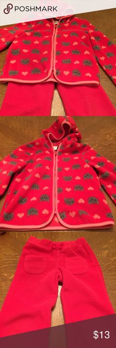 Gymboree fleece jogging suit Super cute Gymboree fleece jogging suit. This outfit is nice and warm and so cute for Valentine's Day. It is in good condition no tears or stains. The jacket is a 4t-5t and the pants are 4t. I am willing to accept offers. Gymboree Matching Sets
