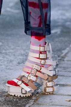 Fyodor Golan Spring 2020 Fashion Show Details Dope Fashion, Fashion 2020, Fashion Shoes, Fashion Accessories, Fashion Outfits, Creative Shoes, Unique Shoes, Crazy Shoes, Me Too Shoes