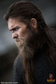 Viking Beard Tips and Styles (Part 1 of The Vikings are famous not only for their outstanding warfare tactics but also for their ahead-of-time style. They were not one hundred percent fierce, dirty, and burly men. The Viking men and women got accustomed Viking Beard Styles, Long Beard Styles, Hair And Beard Styles, Long Hair Styles, Great Beards, Awesome Beards, Of Wolf And Man, Beard Tips, Beard Ideas