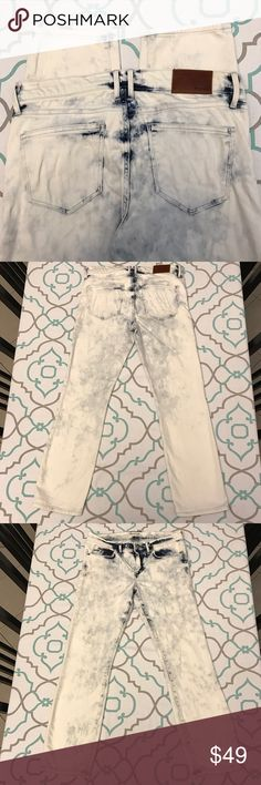 """💙👖Awesome Madewell Jeans👖💙28 5/6 26.5"""" Ankle 💙👖Awesome Madewell Jeans👖💙 Size 28 (5/6). 26.5"""" Inseam. Short. Ankle Length. 8.5"""" Rise. 15"""" Across Back. Amazing Stretch. Acid Washed. Almost a bleached out look. Skinny Jeans. Tiny stain(s). Very Good Used Condition. Awesome Look! On Trend! Love! Nordstrom. Ask me any questions! : ) Madewell Jeans Skinny"""