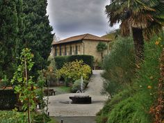 Nettes Hotel @ Piemont/Italien #travel #reisen #vacation #urlaub #europe #italy #piemont #italien #herbst #autumn Sidewalk, Mansions, House Styles, Travel, Home Decor, Italy, Fall, Vacation, Viajes