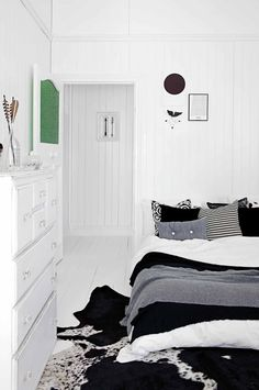 9 top tips on how to fake more space. Styling by Simone Barter. Photography by Anastasia Kariofyllidis. Monochrome Bedroom, Bedroom Black, Dream Bedroom, Girls Bedroom, Master Bedroom, Gray Interior, Interior Styling, Interior Design, Cool Apartments