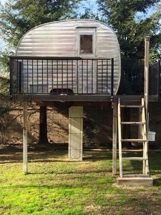 Quick To Build Moveable Greenhouse Options Vintage Camper Treehouse Canned Ham Storage Untravel Trailer O Vintage Rv, Vintage Caravans, Vintage Travel Trailers, Retro Campers, Cool Campers, Camper Trailers, Vintage Campers, Retro Caravan, Camping Glamping