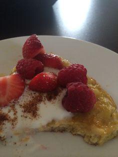 Bananomelett  Fantastisk frokost.   Ca 4 pors: 4 egg 1 banan 2 ss havregryn Olje til steking  Mos og bland, stek på middels varme.  Fet yoghurt, kanel og bær er godt som garnityr.
