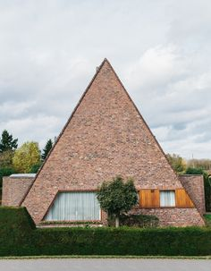Ugly Belgian Houses by Kevin Faingnaert