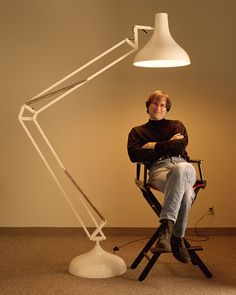 At Pixar's studios in Emeryville, Steve Jobs posed with a larger than life Luxo the lamp. Luxo was the subject of John Lasseter's first, short digital film that would set Pixar Animation Studios on the course to greatness. Steve Jobs Apple, Steve Wozniak, Steve Jobs Photo, Film Biographique, 25 Years Ago Today, 15 Years, All About Steve, Ronald Wayne, Photography Jobs
