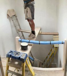 Most of the dangerous works done by men and sometimes they don't care about safety first. Take a look at these 40 funny safety fail pictures of men that confirms why women live longer than men. Safety Fail, Construction Fails, Construction Safety, Construction Design, Darwin Awards, Workplace Safety, Stupid People, Stupid Man, Crazy People