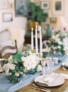 A beautiful design by Poppies and Posies, photographed by Jen Huang, with classic details and beautiful linens
