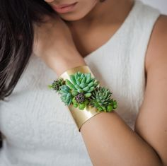 Susan McLeary (of PassionflowerMade) designs jewelry, but not just any jewelry–the artist designs living jewelry! Using succulents that she handpicks from