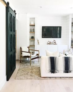 Black and white coastal living room