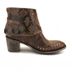 One of our new favorite pairs of #boots! The Robox booties available @texasbootcompany www.texasbootcompany.com