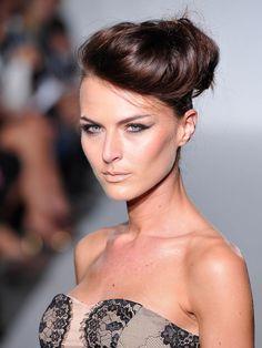 coiffure tendance le chignon | Coiffure, Tendances coiffures et Chignon
