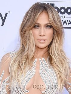 Heres how Jennifer Lopez keeps her hair shiny and healthy Insider Boliage Hair, Bob Hair, Human Hair Clip Ins, Corte Y Color, Different Hairstyles, Stylish Hair, Clip In Hair Extensions, Hairstyles For School, Shiny Hair