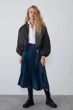 Pleated satin effect skirt Pleated Skirt Outfit, Satin Skirt, Skirt Outfits, Mid Length Skirts, Short Skirts, High Waist Rock, Zara Skirts, Women's Skirts, Midi Skirts
