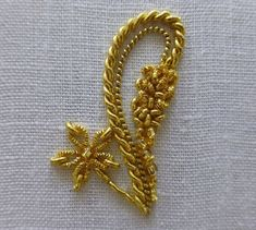 Gold Embroidery, Hand Embroidery Designs, Cross Stitch Embroidery, Embroidery Patterns, Zardosi Embroidery, Hand Work Design, Maggam Work Designs, Gold Work, Diy Sewing Projects