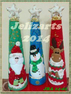 Que hermosos trabajos en patchwork Felt Christmas, Christmas Stockings, Christmas Crafts, Xmas, Christmas Ornaments, Quilted Ornaments, Felt Toys, Nativity, Decoupage