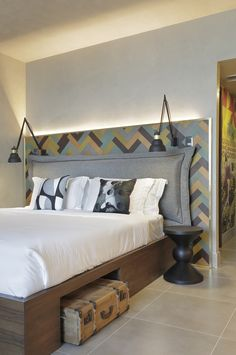 Bedroom headboard: 6 Ideas For Including Herringbone Patterns Into Your Interior // A wooden headboard in a herringbone pattern. Hotel Room Design, Room Design Bedroom, Restaurant Interior Design, Home Bedroom, Bedroom Decor, Pillow Headboard, Hotel Decor, Headboards For Beds, Room Interior