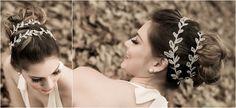 A tiara de folhas, inspiradas nas noivas gregas é uma das tendências para ficar de olho em 2013. www.facebook.com/blacktienoivas