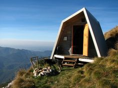 now that's my idea of a summer cabin.  Morning run would be a bit challenging....