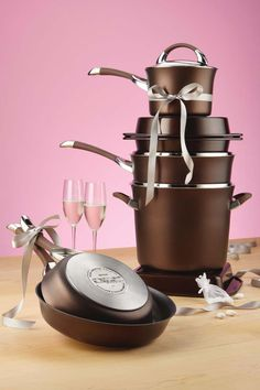 The best complement to Circulon's Symmetry Chocolate Cookware collection? Coordinating Circulon Bakeware in chocolate, available at Kohl's. Cute Kitchen, Kitchen Ideas, Gold Christmas Decorations, Dinner For Two, Camping Meals, Bakeware, Spring Cleaning, Cookware, Gourmet Recipes