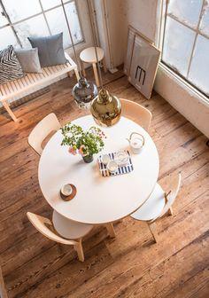 Artek Zebra tyynynpäällinen 50 x 50 cm Alvar Aalto, Round Dining Table, Dining Set, Round Tables, Scandinavia Design, Selling Furniture, Chair Bench, Interior And Exterior, Furniture Design