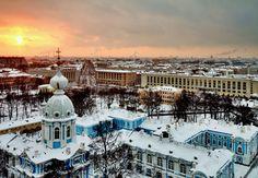 Entdeckt die Zarenstadt St. #Petersburg!  Wenn im Winter Schnee die Dächer und Zwiebeltürme wie Zuckerguss bedeckt, ist es in St. Petersburg besonders schön. Bucht das Wintermärchen und schlaft zu zweit im 4-Sterne Rossi Boutique #Hotel für nur 49,92 Euro.