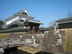 1578年8月、細川忠興と明智光秀の娘お玉(細川ガラシャ)が勝竜寺城で盛大な結婚式を挙げ、新婚時代を過ごしたとされている。