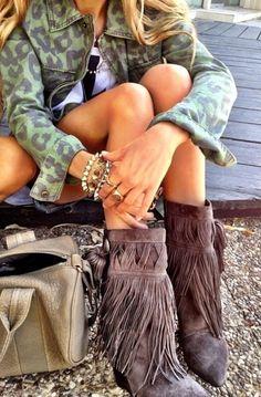 Camouflage Jacket, shorts and fringe boots ~ boho chic Hippie Style, Mode Hippie, Ethno Style, Mode Boho, Hippie Chic, Hippie Bohemian, Bohemian Style, Looks Chic, Looks Style