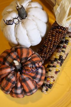 By Kid's Crafts Contributor Stephanie, from the blogA Geek In Glasses.  This fall decoration uses a technique that has been used to make holiday ornaments. Create quilted pumpkins with no sewing or glue by following these simple instructions.