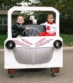 These Grease costumes are perfect because of the Grease Lightning car! Wagon Halloween Costumes, Wagon Costume, Car Costume, Duo Costumes, Grease Costumes, Costumes For Teens, Halloween Diy, Wolf Costume, Costume Ideas