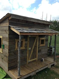 Clubhouse built from reclained decking, pallets, old hunting blind and tree branches.