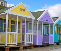 A FREE online guided tour of the Suffolk seaside town of Southwold in pictures, showing what to SEE and DO. This guided tour includes Southwold pier, lighthouse and those famous beach huts. Timber Buildings, Garden Buildings, Wooden Model Boats, Hut House, Tiny House, Craft Shed, Uk Beaches, Sea Glass Beach, Cubby Houses